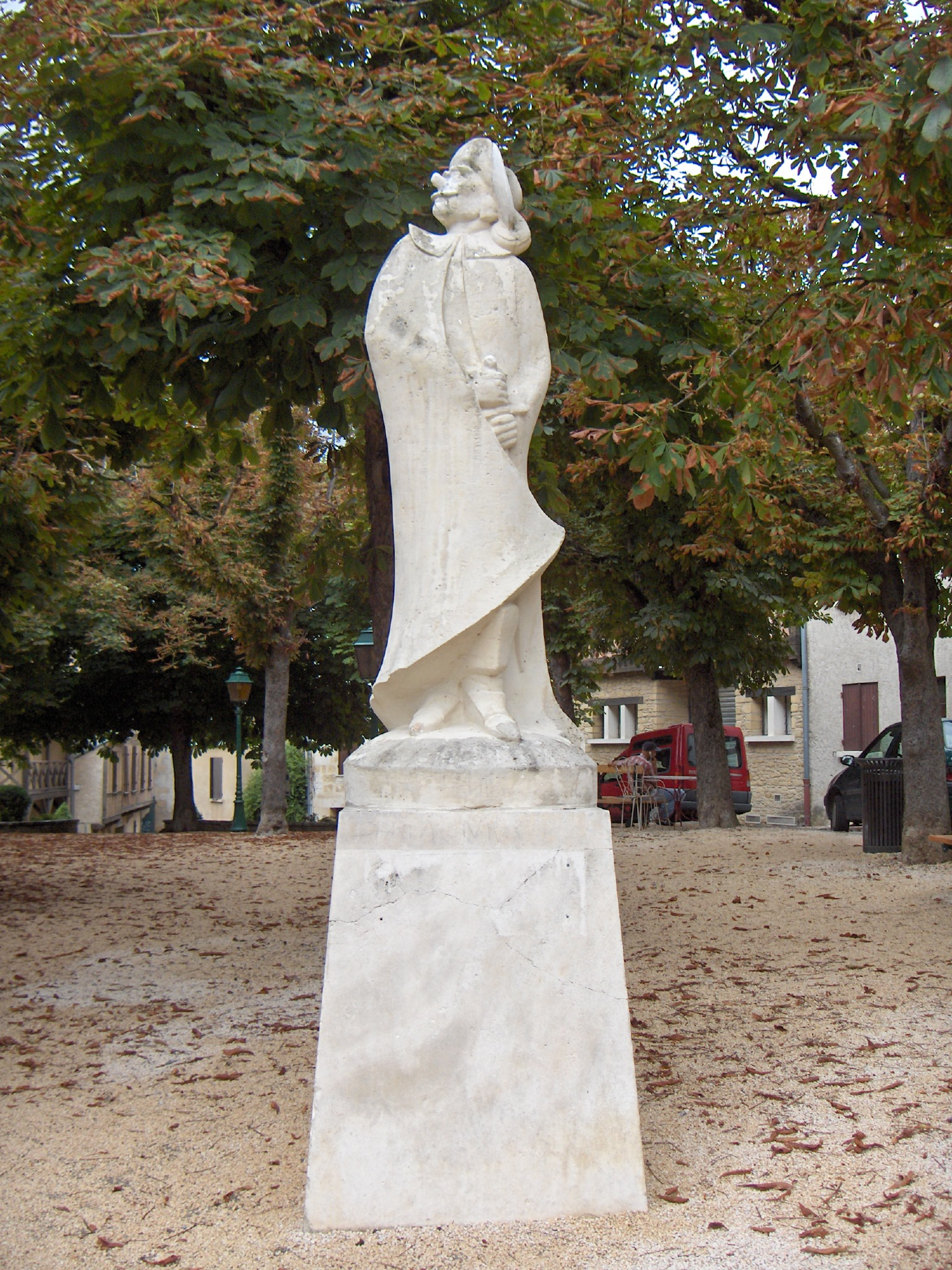 http://operacritiques.free.fr/css/images/cyrano_de_bergerac_statue_edmond_rostand.jpg